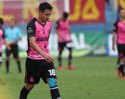 Omar Zalazar es uno de los jugadores que quedaron al margen de Municipal. (Foto Prensa Libre: Francisco Sánchez).