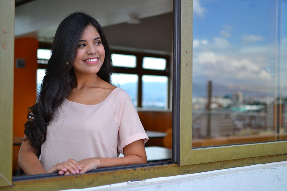 La cantante Karla Noack rinde un homenaje musical a Guatemala