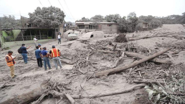 San Miguel Los Lotes quedó soterrado y consumido por material incandescente del Volcán de Fuego. (Foto Prensa Libre: Erick Avila)