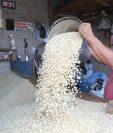 El precio del quintal de maíz blanco se cotizó en agosto hasta en Q170 en el mercado de La Terminal.(Foto Prensa Libre: Hemeroteca)