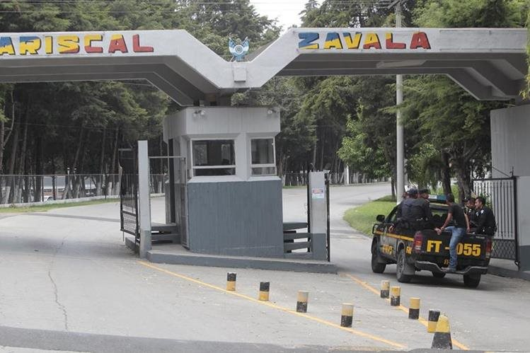 La entrada a la cárcel militar Mariscal Zavala. (Foto Prensa Libre: Hemeroteca)