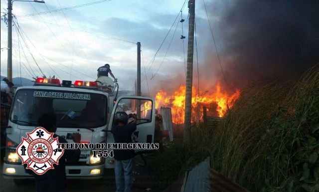 Se incendia recicladora en Bárcenas, Villa Nueva