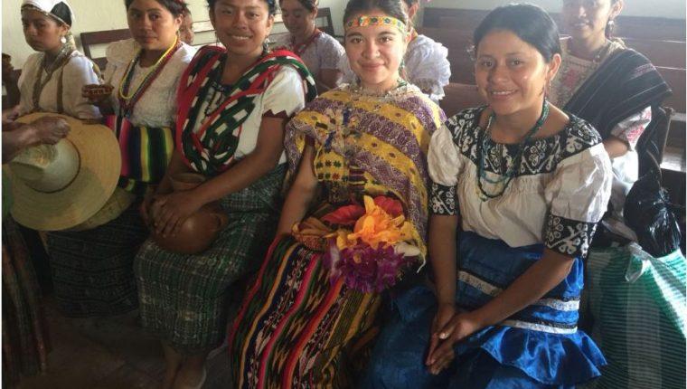 Candidatas a Rabín Ajaw 2018 comienzan a llegar a Cobán, Alta Verapaz, en donde el sábado, 21 de julio, se desarrollará el Festival Folclórico Nacional. (Foto Prensa Libre: Eduardo Sam)