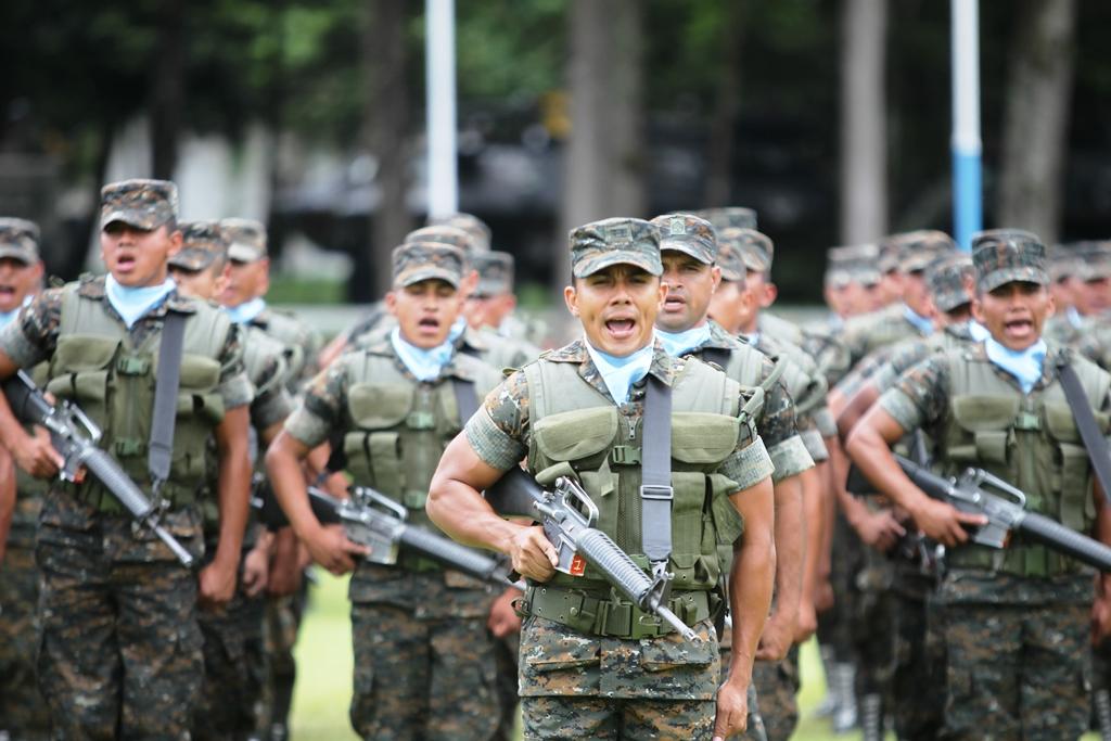 Jimmy Morales decidirá si habrá desfile del Ejército