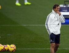 El entrenador del Real Madrid Julen Lopetegui prepara el equipo para jugar la Copa del Rey. (Foto Prensa Libre: AFP)