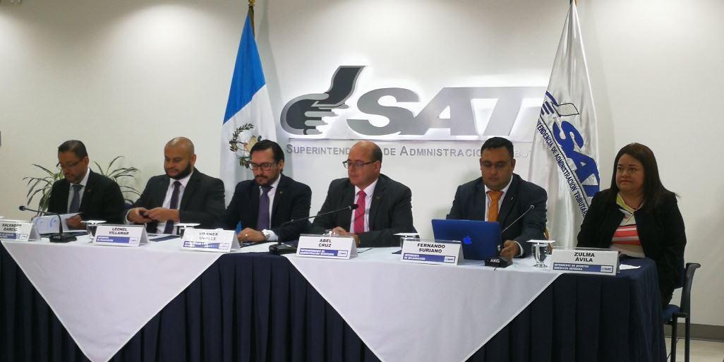 Funcionarios de la Superintendencia de Administración Tributaria (SAT) informaron sobre los resultados de recaudación y gestión del tercer trimestre del 2018. (Foto Prensa Libre: Natiana Gándara)