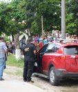 El abogado murió dentro de su vehículo.(Foto Prensa Libre: Rigoberto Escobar.)