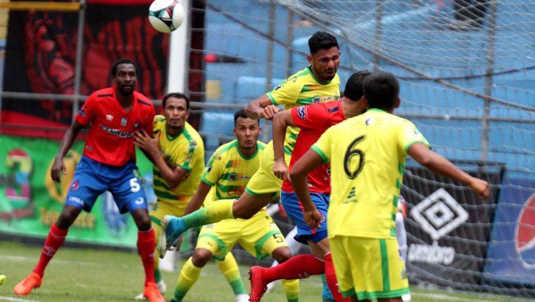 Municipal no pudo en casa con el campeón nacional. (Foto Prensa Libre: Carlos Vicente)