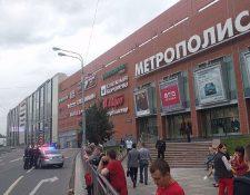 Centros comerciales y estaciones de tren, en Moscú, Rusia, han sido evacuadas luego de amenazas de bomba. (Foto Prensa Libre: Twitter @Radio_BFM)