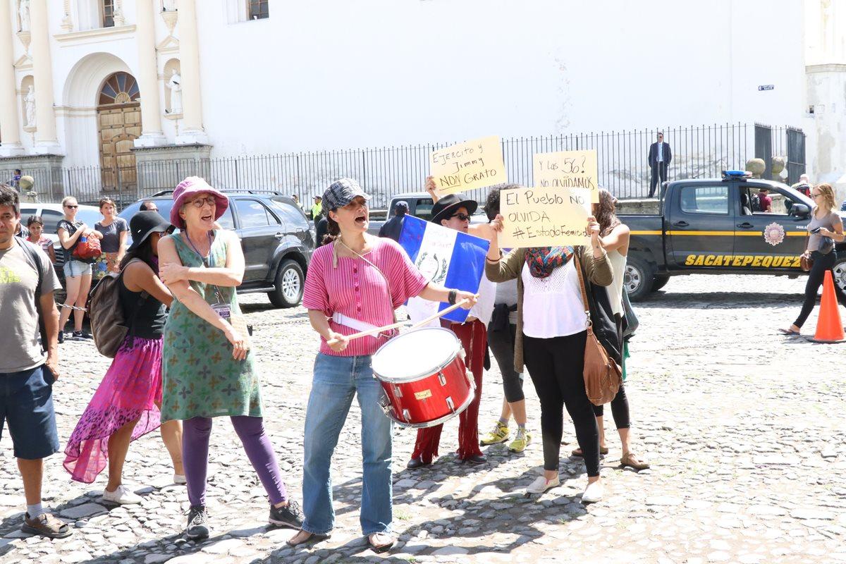 Manifestantes exigen que se investigue a Jimmy Morales por financiamiento ilícito