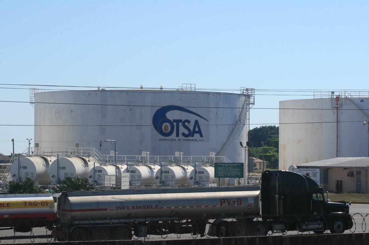 Guatemala es importador de los derivados del petróleo. Las compañías comercializadoras mantienen un inventario para abastecer el mercado local y las principales terminales se encuentran en Puerto de San José, Escuintla. (Foto Prensa Libre: Hemeroteca)