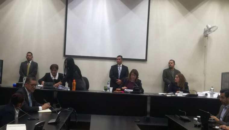 """Las juezas dan lectura a la sentencia en el caso Salcajá, en el Tribunal de Mayor Riesgo """"B"""". (Foto Prensa Libre: Sucely Contreras)"""