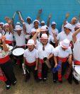 Los 38 niños y jóvenes, hombres y mujeres, que conforman la banda escolar del Instituto Neurológico de Guatemala sienten alegría cada vez que les piden ensayar y tocar instrumentos. (Foto Prensa Libre: Carlos Hernández)