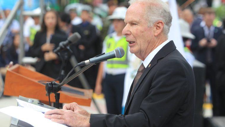 Álvaro Arzú durante la inauguración de la Plaza España en septiembre del 2017. (Foto Prensa Libre: Hemeroteca PL)