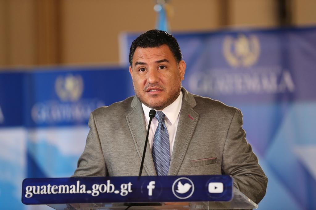 Ministro Alfonso Rafael Alonzo Vargas aseguró en el Congreso que se graduó este año. Sin embargo, el sitio web del MARN dice que fue en el año 2013. (Foto Prensa Libre: Hemeroteca)