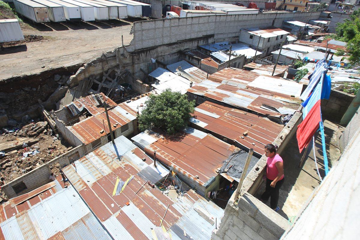 Más vecinos dejan sus casas en Santa Isabel 2