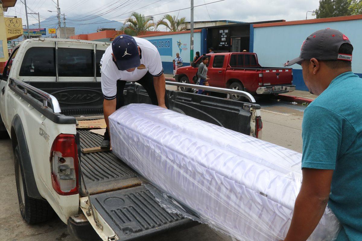 El cuerpo de Abner Misael Lorenzo Alvizúrez, de 9 años, fue localizado en su vivienda. Tenía golpes y señales de violencia. (Foto Prensa Libre: Hugo Oliva)