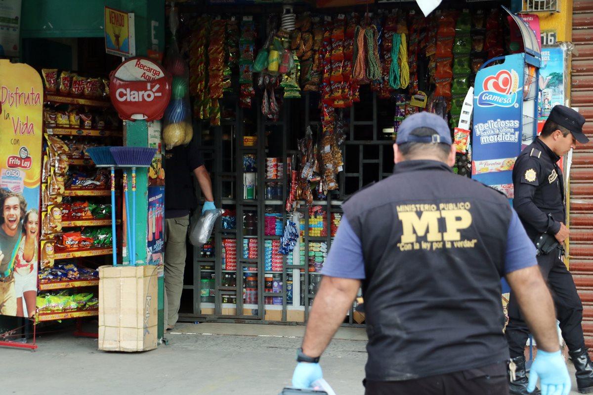 Mario Perpuac atendía una tienda en la zona 7 de Quetzaltenango. (Foto Prensa Libre: Carlos Ventura)
