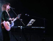 La cantautora guatemalteca Gaby Moreno interpretó este domingo unos de sus éxitos musicales en su concierto en Xela. (Foto Prensa Libre: Mynor Toc)