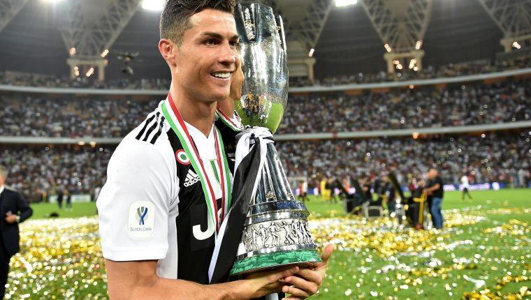 Cristiano Ronaldo celebra su primer título con la Juventus. (Foto Prensa Libre: EFE)