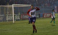 El argentino Gonzalo Vivanco celebra después de anotar el 3-1 de Xelajú MC contra Deportivo Siquinalá, su primer tanto vestido con los colores de los altenses. (Foto Prensa Libre: Raúl Juárez)