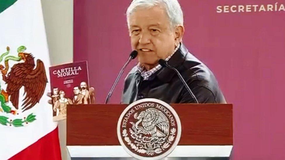 López Obrador dijo que repartiría unos 8,5 millones de ejemplares a un número igual de beneficiarios de programas sociales. PRESIDENCIA DE MÉXICO