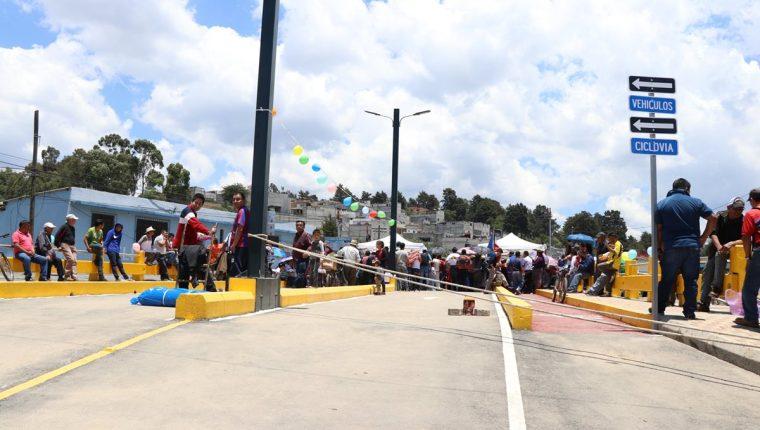 Así luce el puente Los Batanes ubicado entre las zonas 2 y 6. (Foto Prensa Libre: María José Longo)