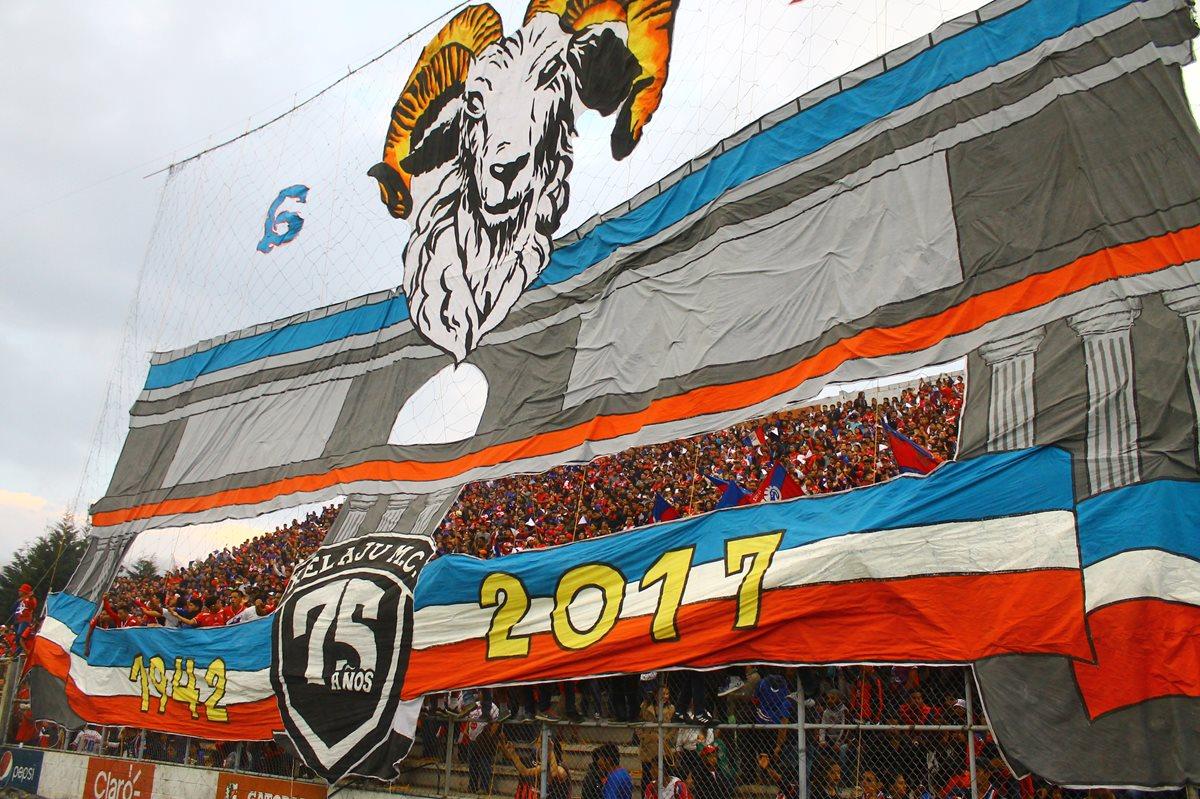 La junta directiva de Xelajú anunció las actividades por su aniversario. (Foto Prensa Libre: Raúl Juárez)