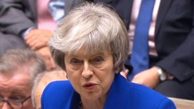 Theresa May urgió a los parlamentarios a encontrar soluciones negociables que recaben el suficiente apoyo en la Cámara.