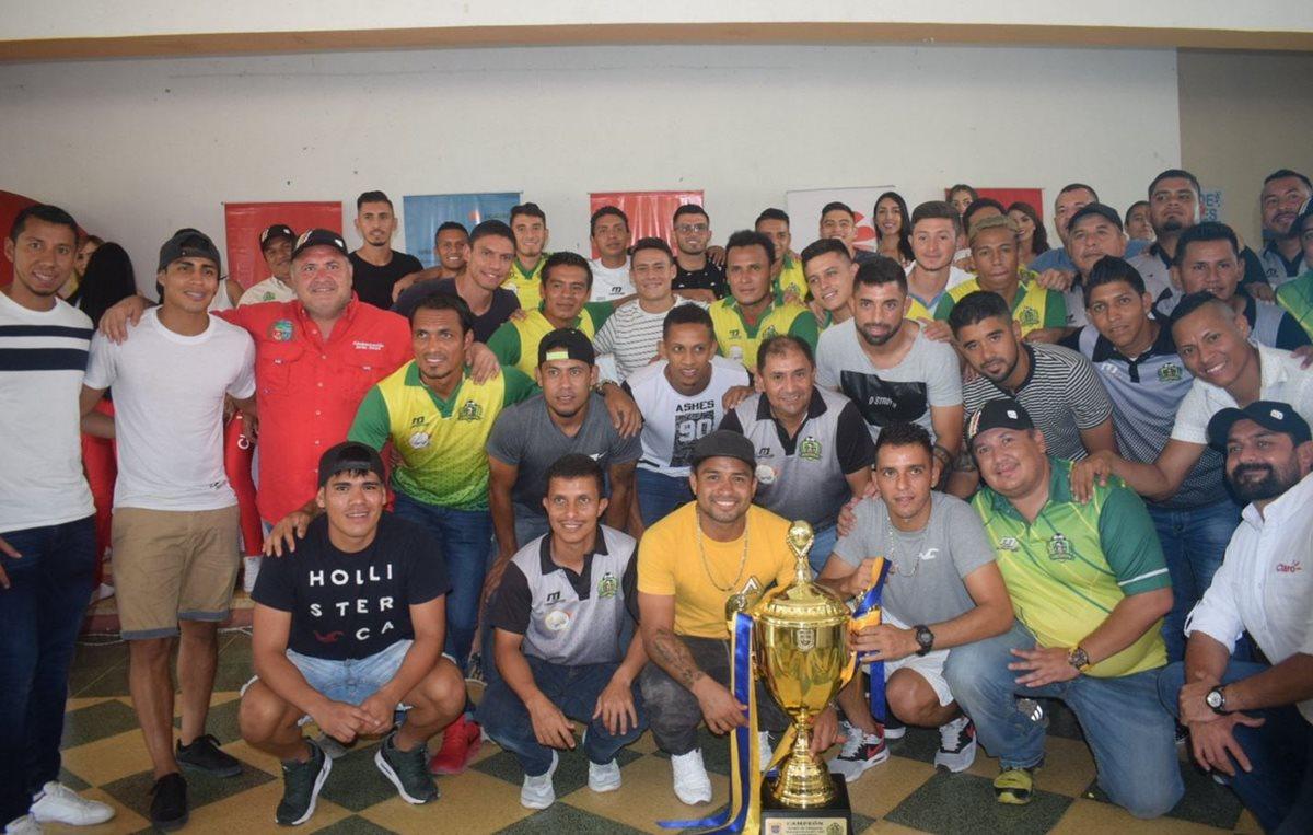 Guastatoya celebra el título con su almuerzo de campeones