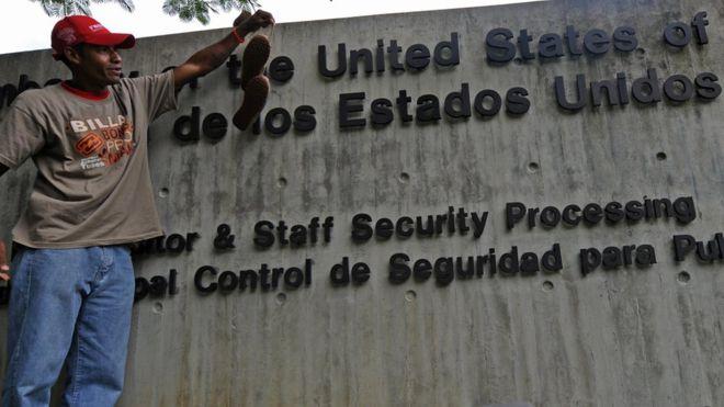 El secretario de Estado de EE.UU., Mike Pompeo, dijo que el personal diplomático permanecerá en Venezuela. AFP