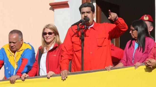 """""""No al golpismo, no al intervencionismo, no al imperialismo"""", exclamó Nicolás Maduro desde el Palacio de Miraflores en Caracas el pasado miércoles. GETTY IMAGES"""