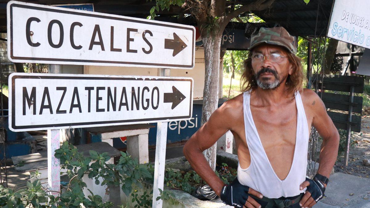 Antonio de Paduá, de origen ruso y con ciudadanía brasileña, espera que le devuelvan la bicicleta. (Foto Prensa Libre: Cristian Icó Soto)