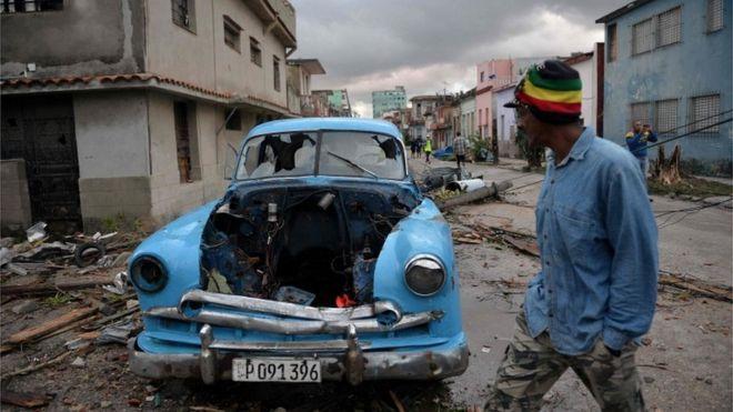 Un fuerte tornado golpeó el domingo por la noche a la capital cubana, La Habana.  AFP