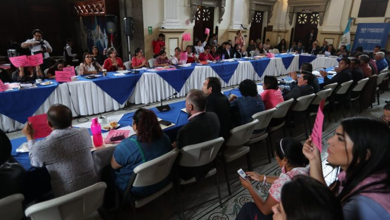La Comisión de la Mujer convocó a varias mesas técnicas donde se conoció puntos a favor y en contra del aborto y el reconocimiento legal de la comunidad LGTBI. (Foto Prensa Libre: Hemeroteca PL)