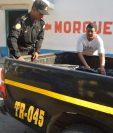 Autopatrulla de la PNC traslada el cadáver de José Lizandro Amaya, en Cuilapa, Santa Rosa. (Foto Prensa Libre: Oswaldo Cardona).