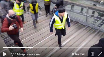 El video de este acontecimiento se volvió viral en las redes sociales. (Foto Prensa Libre: Twitter)