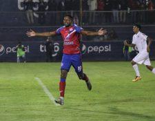 William Zapata en festejo (Foto Prensa Libre: Raúl Juárez)