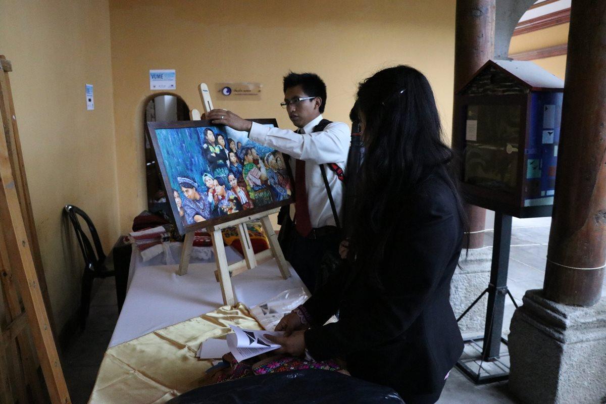 La Feria Naranja apoya a los emprendedores de industrias creativas y permite que expongan su trabajo. (Foto Prensa Libre: María Longo)