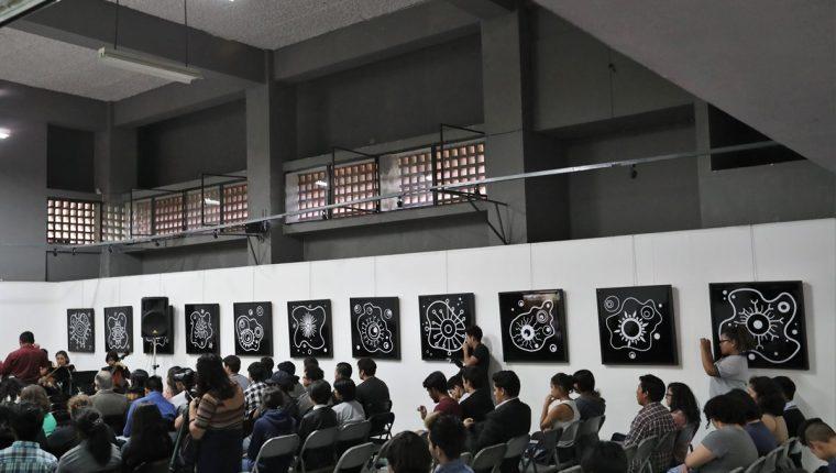 """La exposición """"FUERZAesencial"""" se inauguró en el 98 aniversario de la Escuela Nacional de Arte, donde también se reconoció a Isabel Ruiz (Foto Prensa Libre: J. Ochoa)."""