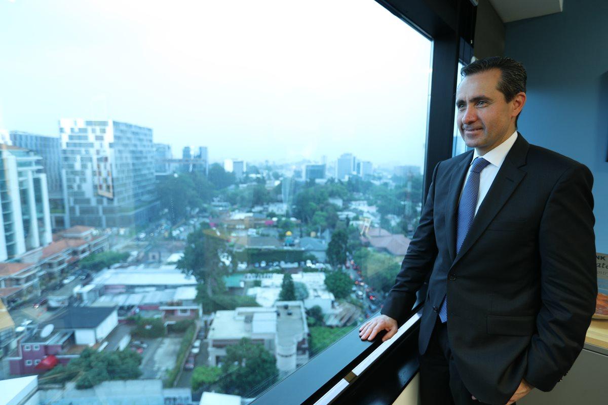 Jorge Familiar, vicepresidente del Banco mundial, durante su visita a Guatemala. (Foto Prensa Libre: Carlos Hernández)