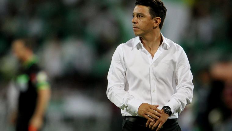 El técnico Marcelo Gallardo asegura que siempre defenderá al aficionado de River Plate. (Foto Prensa Libre: EFE)