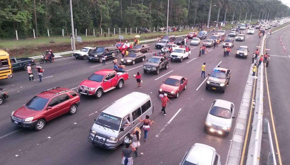 Hay congestionamiento en rutas por retorno de veraneantes