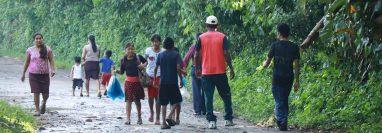 Las calles de terrecería afectan la movilidad de los pobladores en La Fortuna, Río Bravo, Suchitepéquez. (Foto Prensa Libre: Cristian Soto).