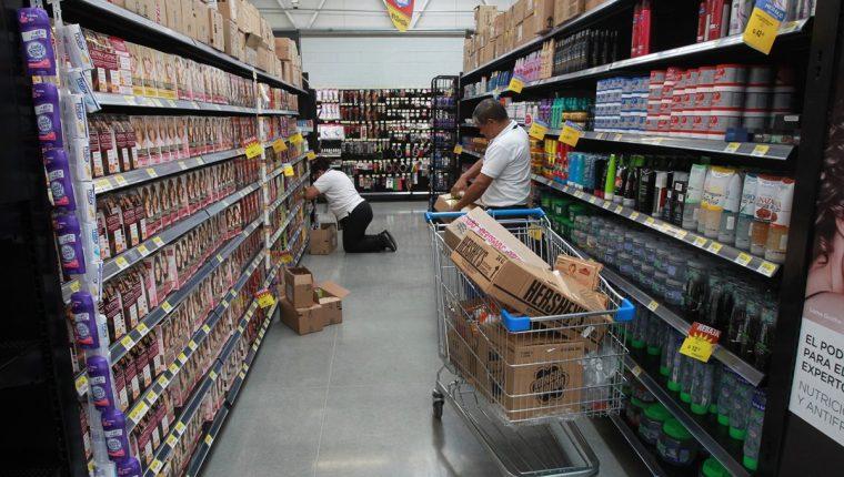 Los anaqueles de los supermercados están llenos de opciones de compra.
