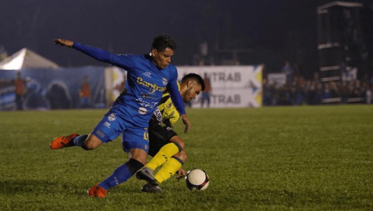El delantero de Cobán Imperial, Robin Betancourth termina contrato en junio con el equipo azul. (Foto Prensa Libre: Eduardo Sam Chun)