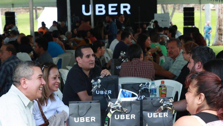 Una reunión de convivencia entre personas que prestan el servicio de Uber en Guatemala y directivos, se realizó en el Zoológico La Aurora. (Foto Prensa Libre: Estuardo Paredes)
