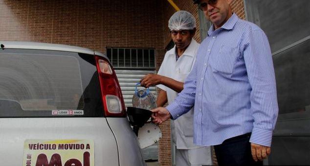 Luiz Jordans, el apicultor que fabrica con miel de abejas el combustible para su auto