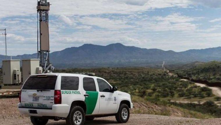 Muchas familias con niños son obligadas por los coyotes a tomar rutas peligrosas en su travesía hacia Estados Unidos. (Foto: Patrulla Fronteriza)