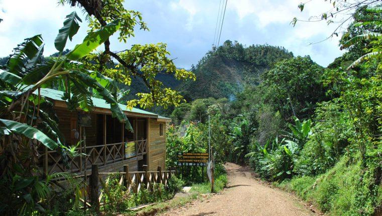 La naturaleza que rodea este atractivo turístico en Chiquimula invita a turistas nacionales y extranjeros a conocerlo.. (Foto Prensa Libre: Mario Morales)